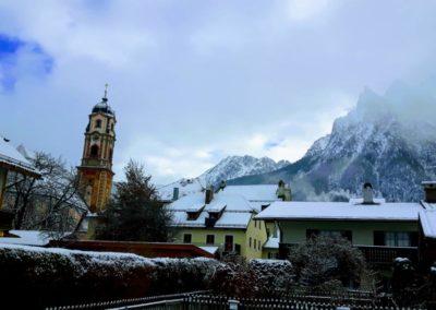 Verschneites Mittenwald zum Christkindlmarkt